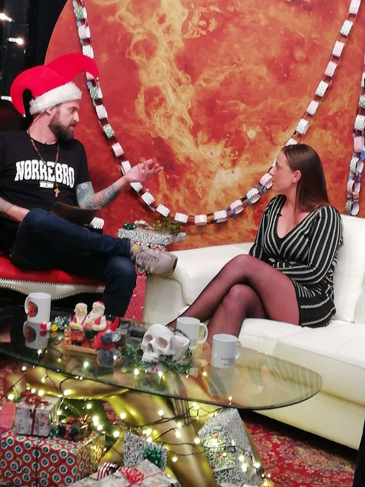 Jokeren og Denice klarskov i jokerens julefreakshows
